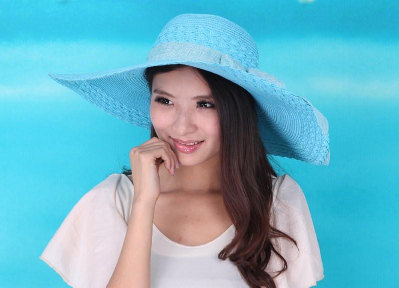 картинка девушки шатенки или брюнетки в шляпах: