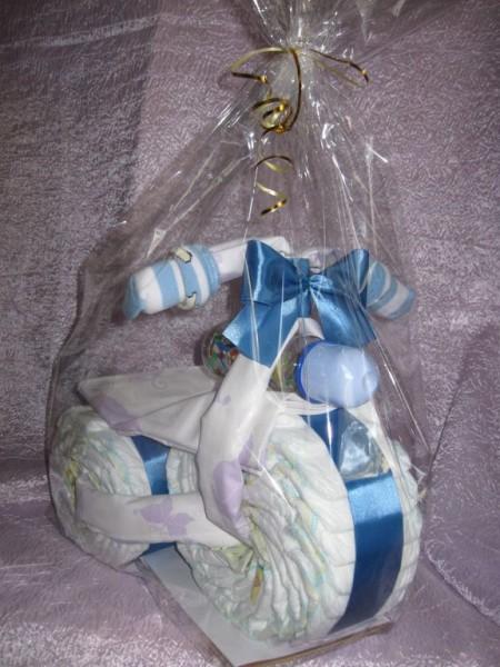 Как оформлять подарок с памперсами