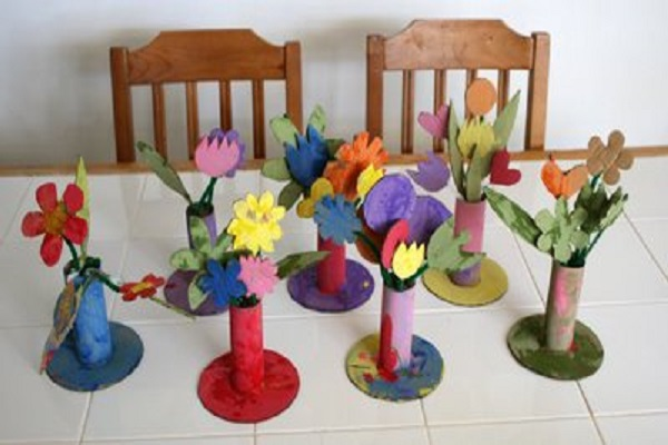 Как сделать из картона и бумаги вазу с цветами