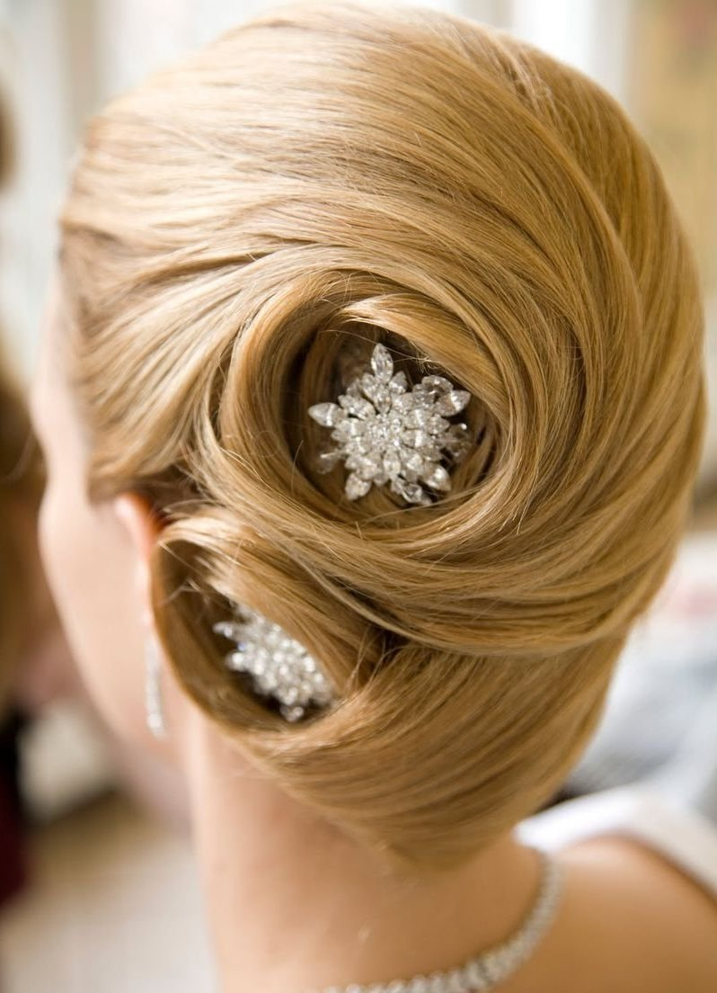 Прически для средних волос со шпильками