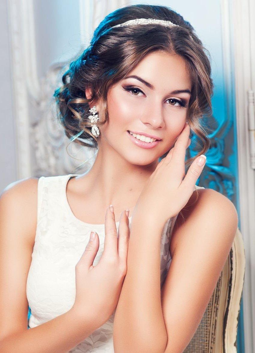Причёска под греческое платье фото