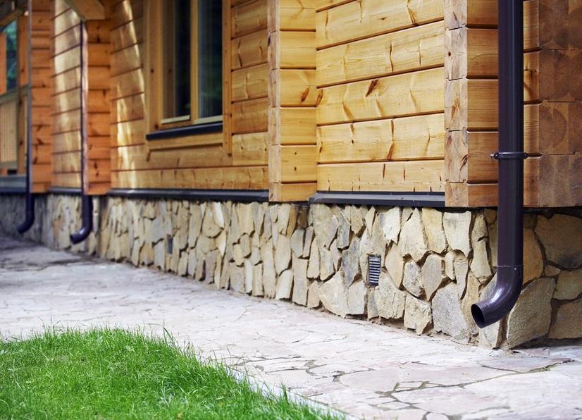 Как обложить цоколь природным камнем своими руками