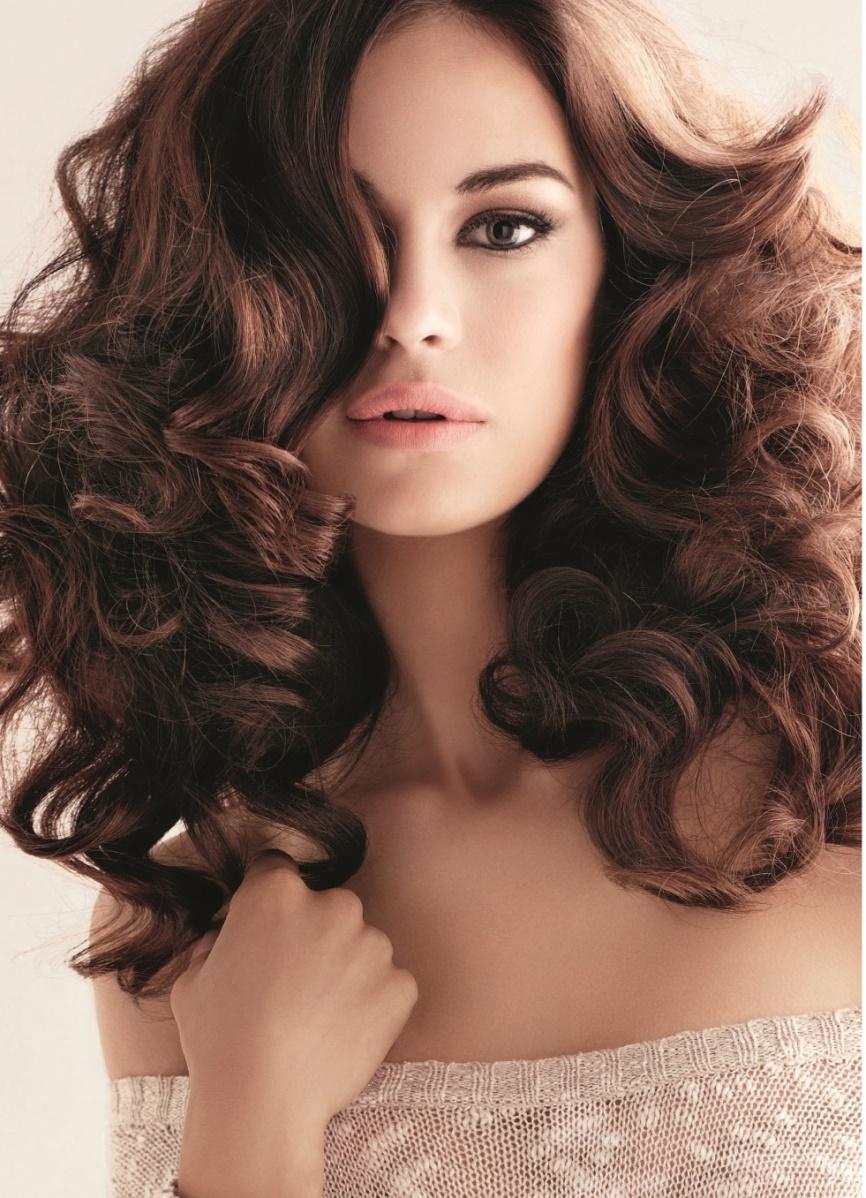прическа с закрученными волосами