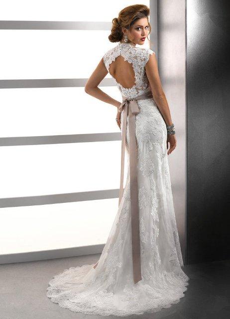 Прямое кружевное свадебное платье фото