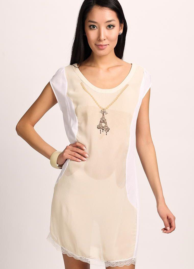 Платье без рукавов прямого покроя