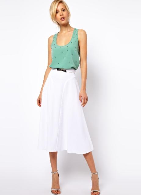 Это, конечно, далеко не все варианты ответа на вопрос «с чем одеть белую юбку?». Но будем надеяться, что вы без труда придумаете еще множество интересных