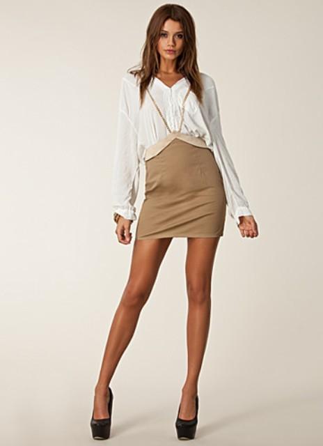 Что одевать под бежевую юбку