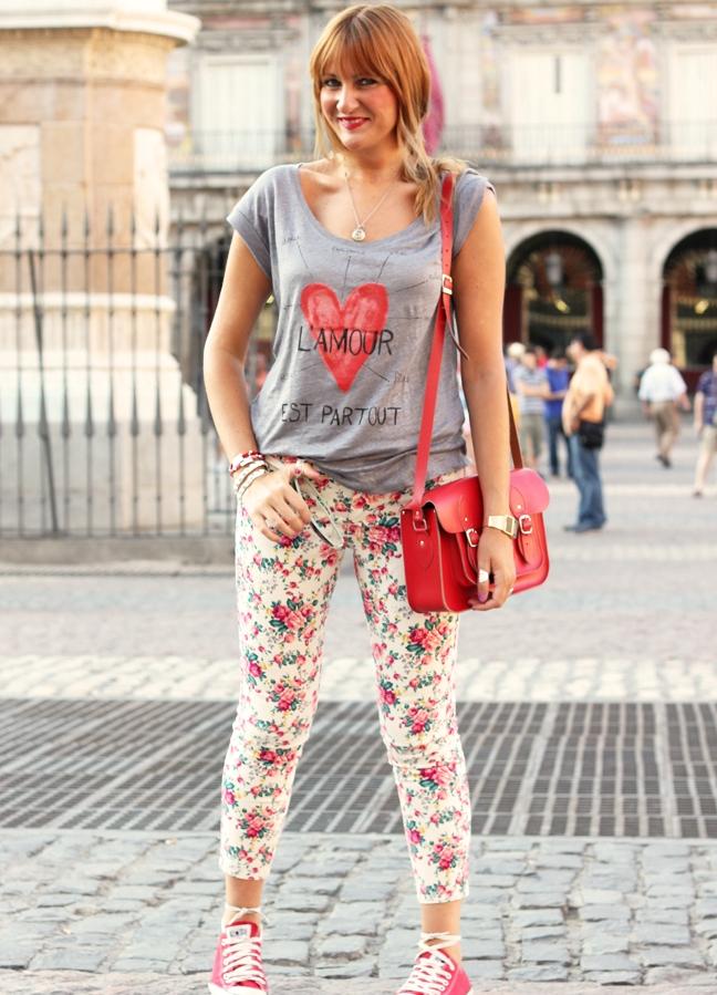 Что одеть с цветными лосинами