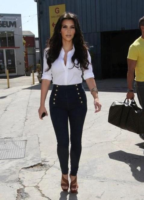 Длинноногие в джинсах девушки