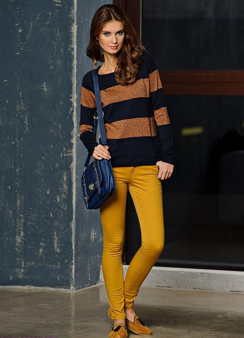 С чем носить горчичного цвета брюки