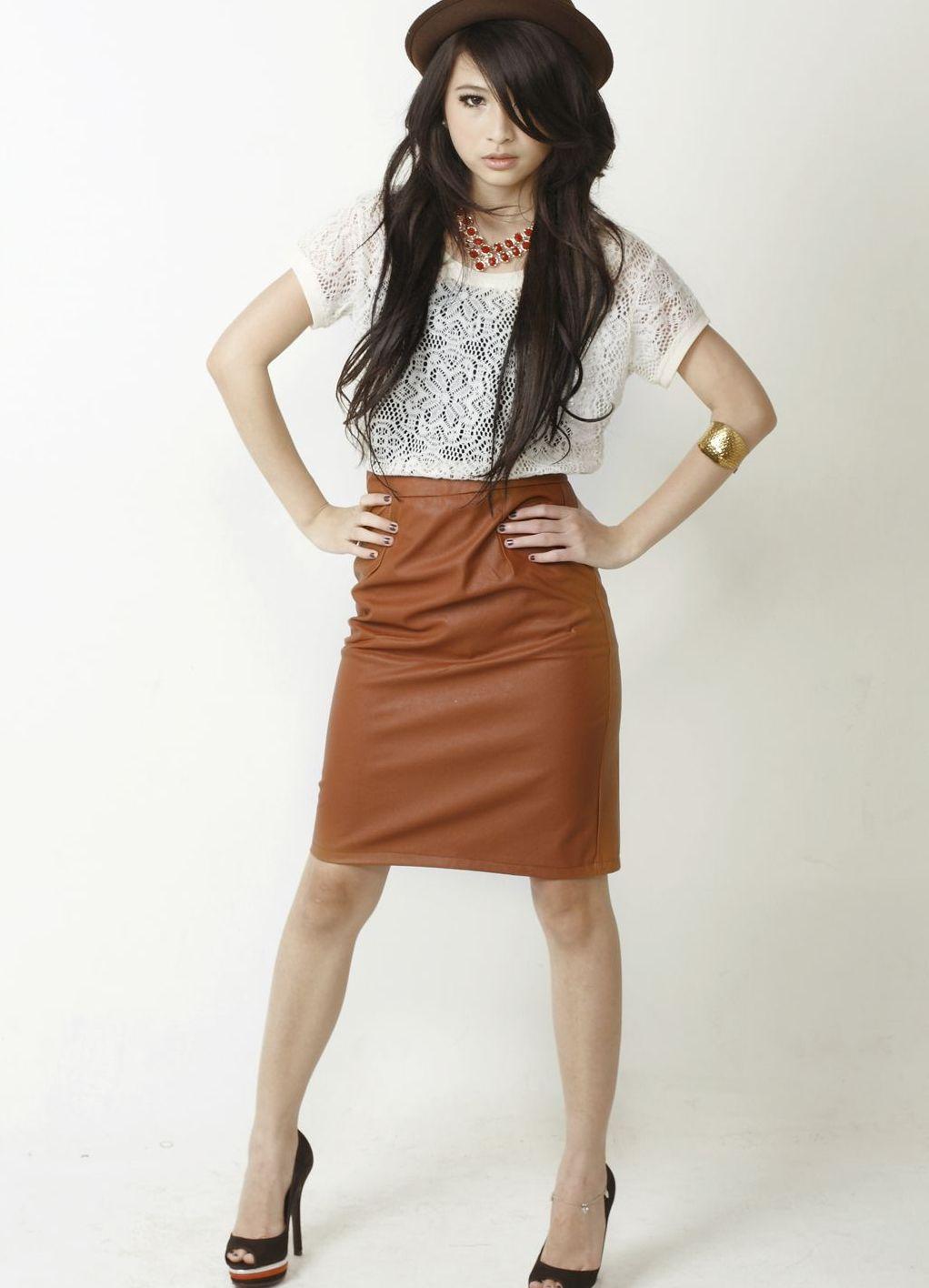 С чем можно одевать коричневую юбку
