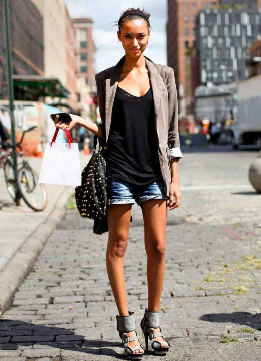 Фото девушек в шортах и пиджаке