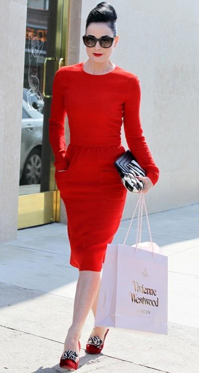 С комбинировать красное платье