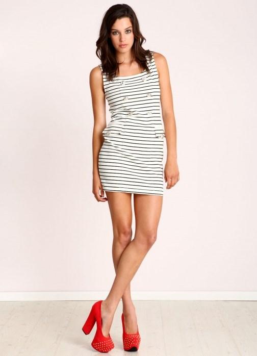 Платье в полоску в пол. Большая длина не даст вам похвастаться модными туфлями или босоножками. Поэтому длинное платье в полоску обязательно дополняйте