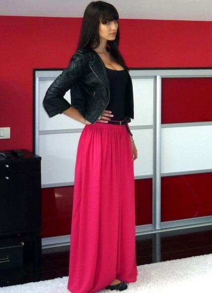 Длинной розовой юбкой фото