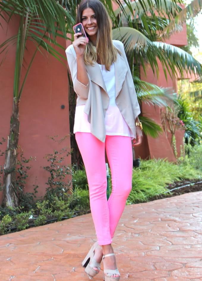 С чем носить розовые скинни