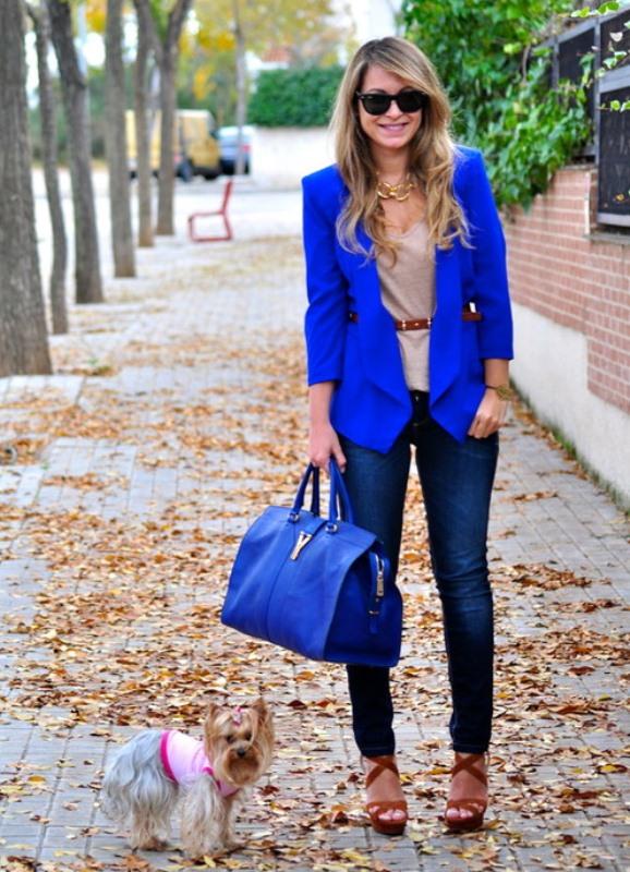 С чем носить синий цвет