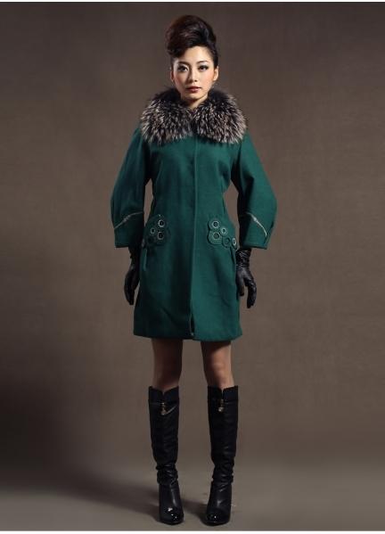 С чем носить зеленое пальто 9