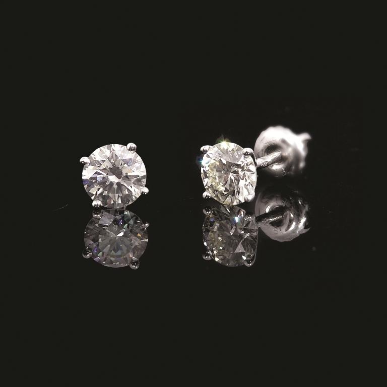 Серьги гвоздики бриллиант