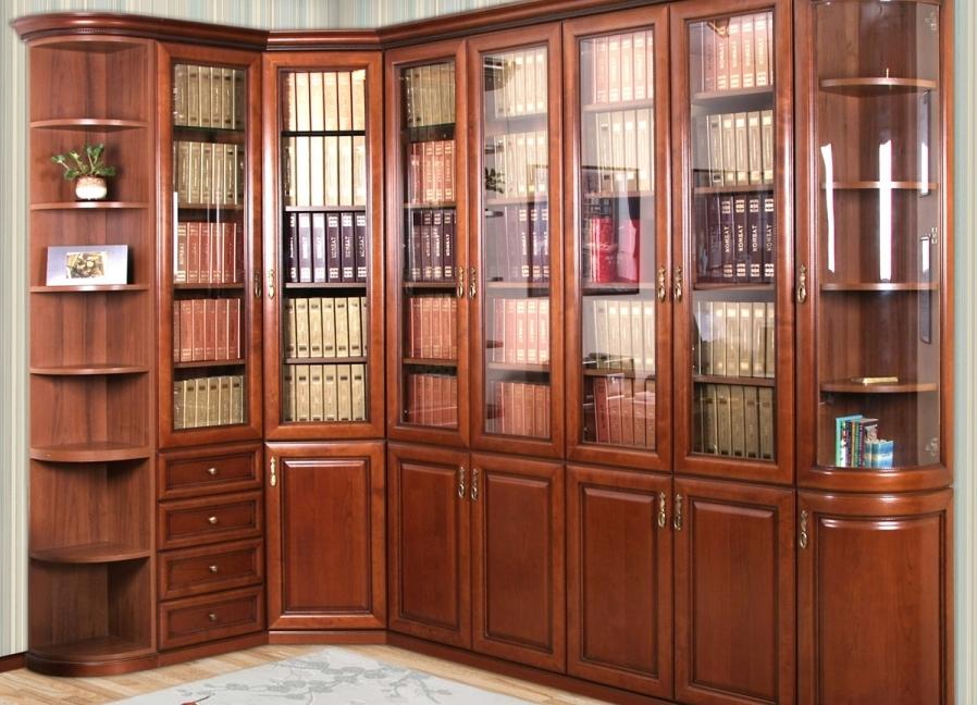 Угловой книжный шкаф.