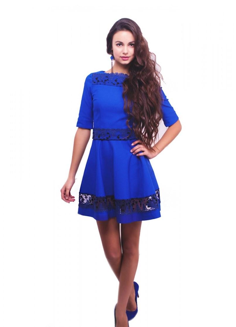 Платье голубое с черным кружевом