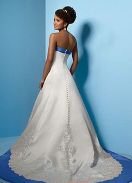 Свадебное платье с синими вставками