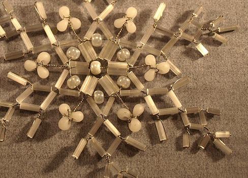 ... самостоятельно и другие новогодние сувениры из бисера, схемы также