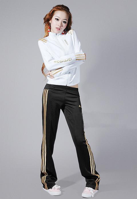Спортивные костюмы женские 2013 с эмблемой сочи
