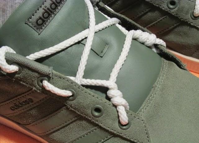 видео урок по завязыванию шнурков