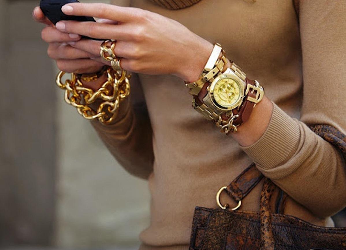 часы женские наручные на руке фото