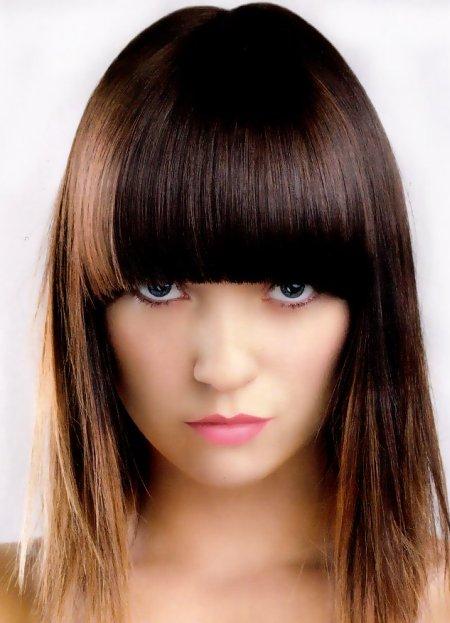 Стрижка на тонкие волосы средней длины каскад