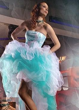 Фото бело-бирюзовое платье
