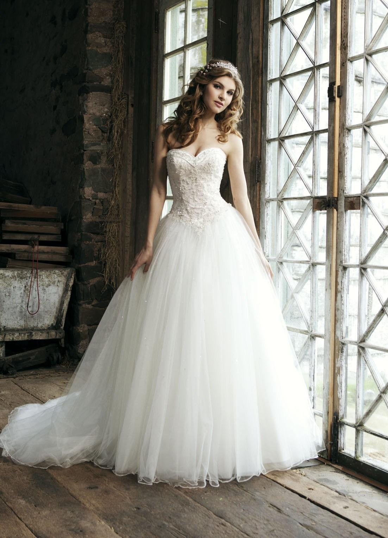 Бальные платья свадебные