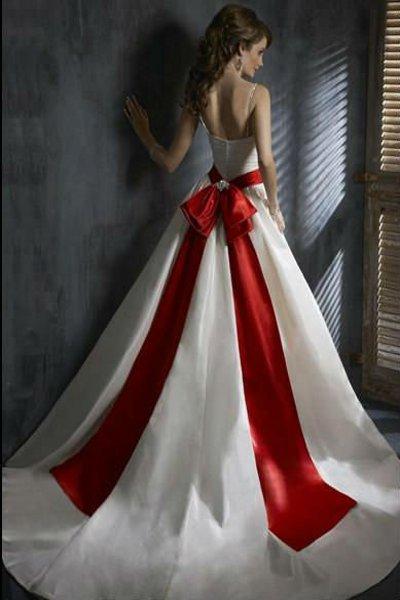 Платья с красным бантом