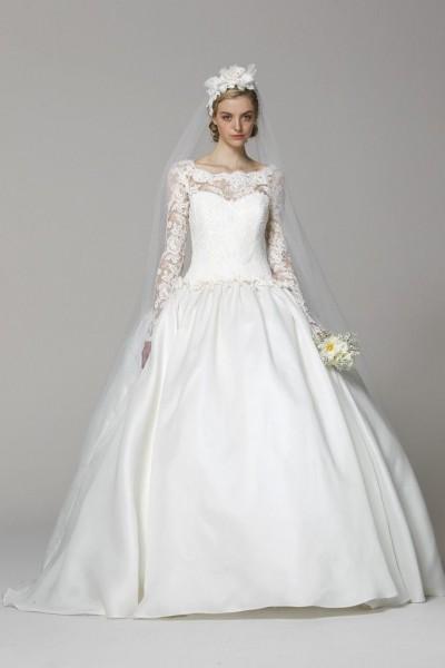 свадебное платье с кружевной спиной и шлейфом · свадебное платье с кружевными рукавами