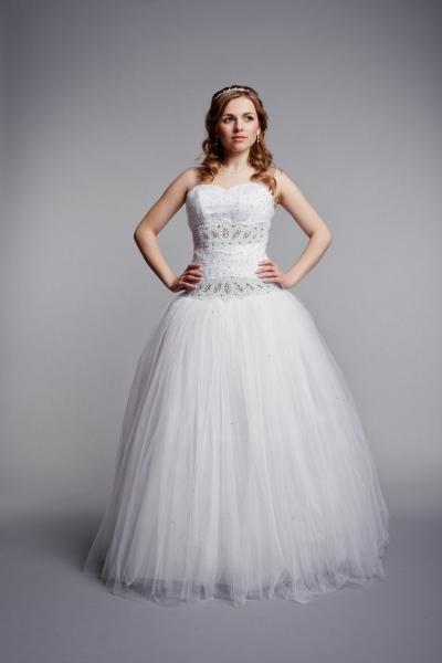 Cвадебное платье со стразами 2
