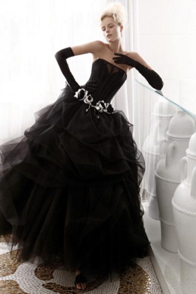 Платья пышные черные длинные сезон