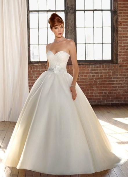 Изобр по > Свадебное Платье Айвори