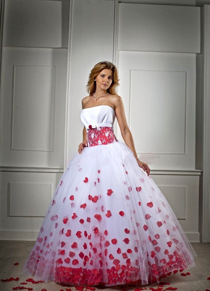 Фото свадебные красно белые платья
