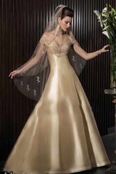 Золотое платье - как выбрать, с чем сочетатьЗолотое платье - фасон, модели, как выбрать, с какми украшениями и