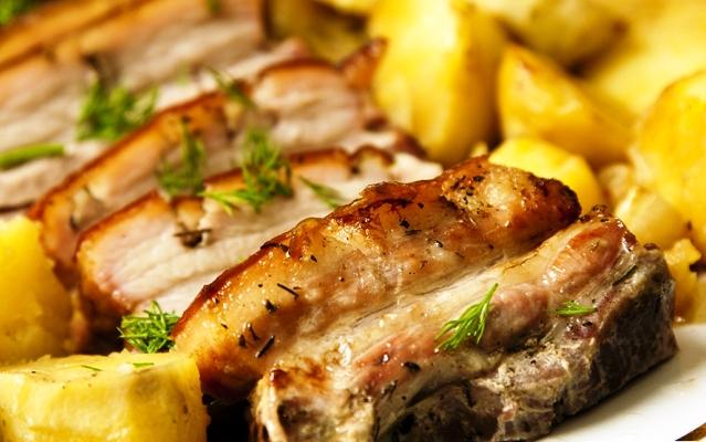 Простой свиной корейки в духовке