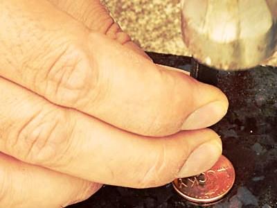 амулет в виде монеты