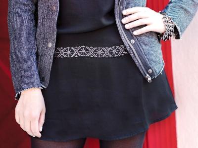 Как украсить черное платья своими руками