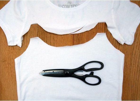 Как из футболки сделать майку ножницами