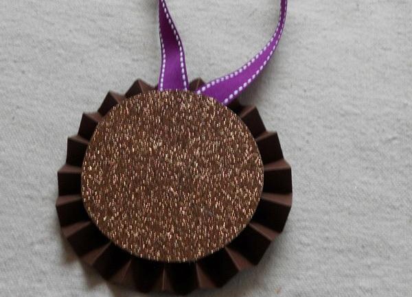 Медаль из бумаги фото