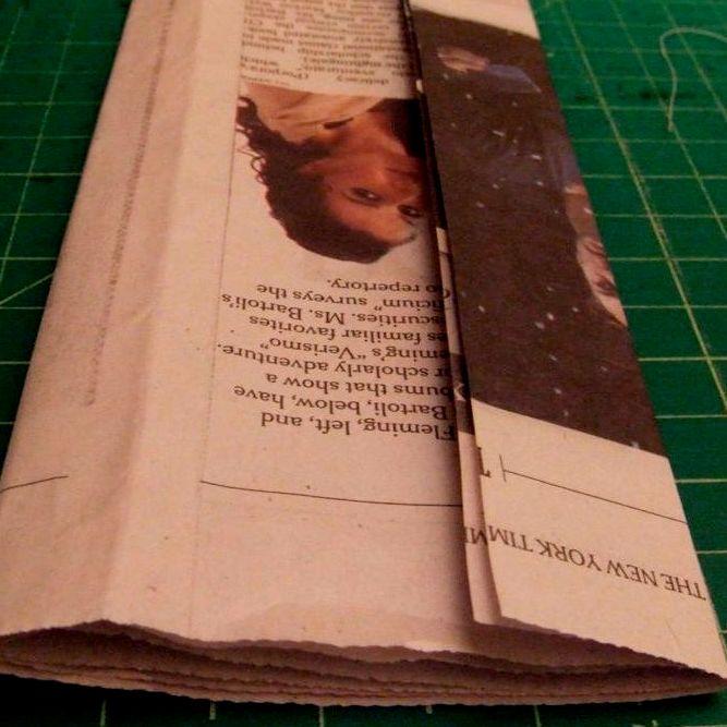 Как сделать маникюр с надписью из газет 137