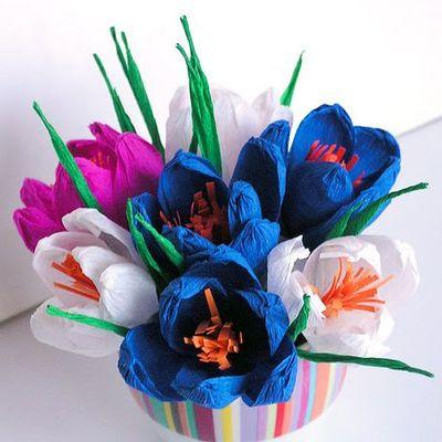 Конфеты цветы из гофрированной бумаги в корзинке своими руками