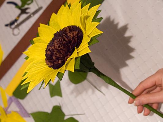 Как сделать подсолнух из бумаги и картона