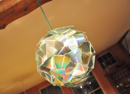 Новогодние шары из дисков своими руками на елку 3