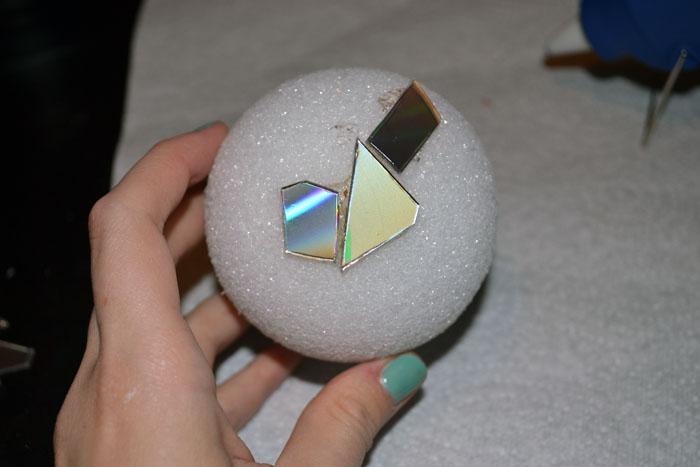 Как сделать зеркальный шар своими руками из дисков 188